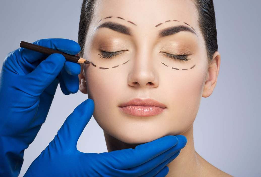 Cirugía estética facial – Lifting, rinoplastia, …