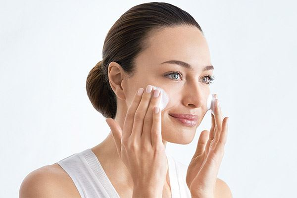aplicacion-cosmeticos-automasaje-1
